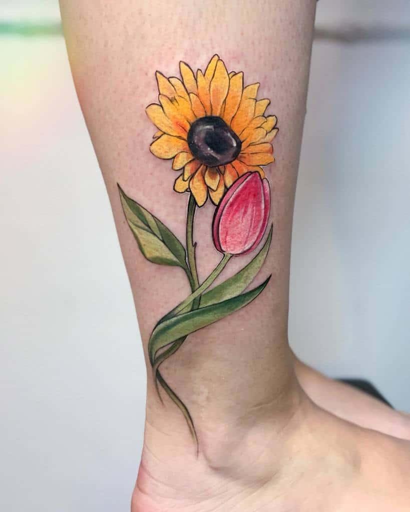 Petit tatouage de tournesol à la cheville Belyaevatattoo