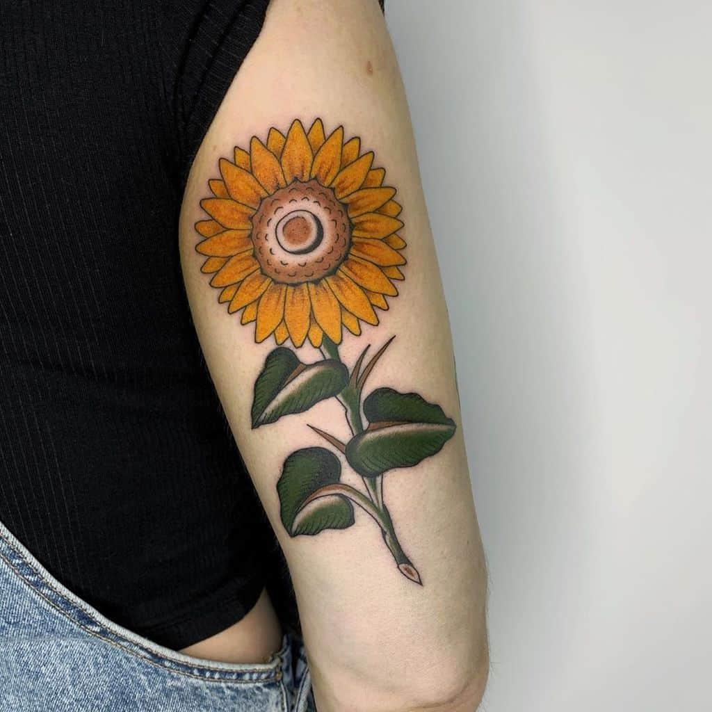 Tatouage d'un petit bras de tournesol à Kamilabarwin