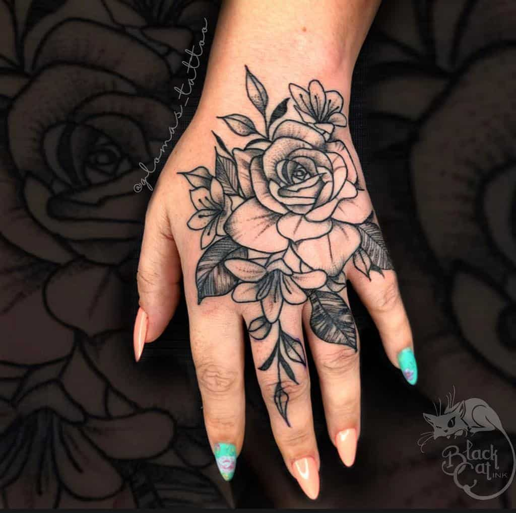 Tatouages de petites mains et doigts significatifs Tatouage de verre