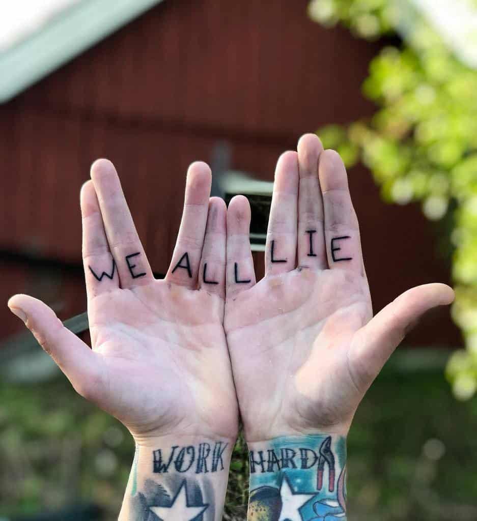 Petits tatouages de doigts de main significatifs Adriandesgracia