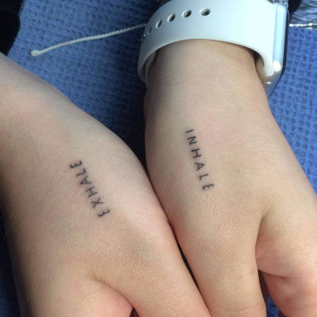 Tatouages de doigts de petites mains significatives Lucie