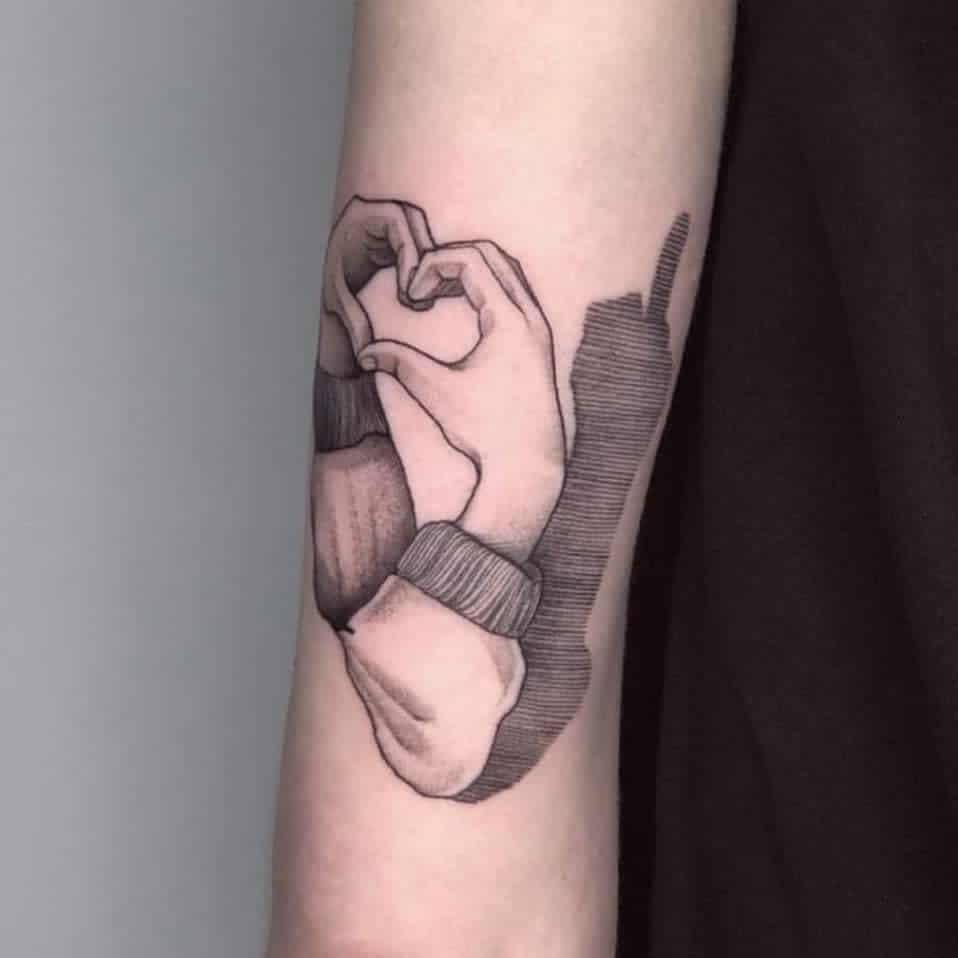 Petite collection de tatouages significatifs sur les bras