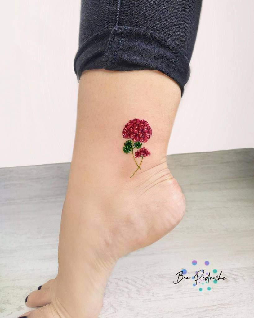 Tatouages de cheville à petites fleurs Bea.pedroche