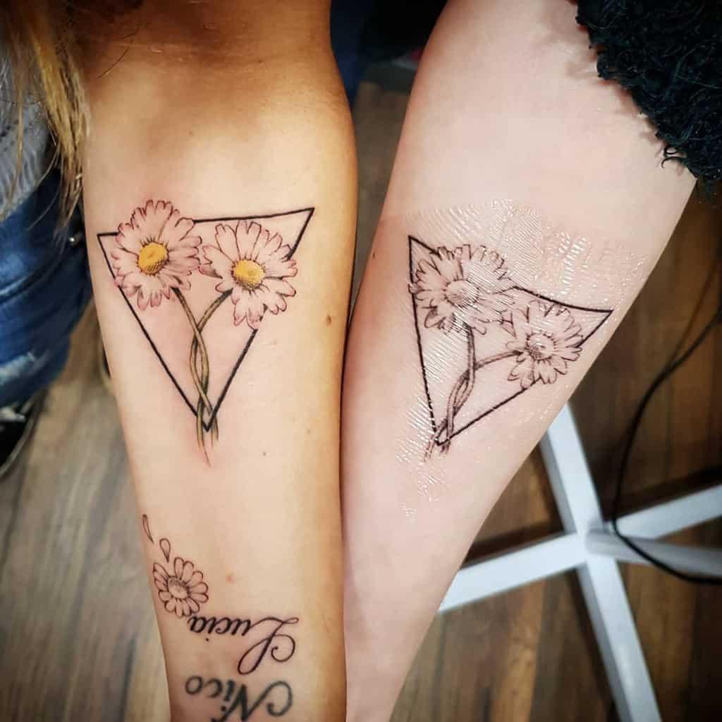 Tatouages d'avant-bras à petites fleurs Bonesjonestattoo