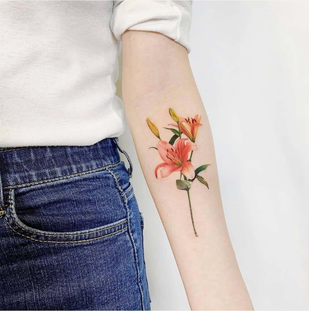 Tatouages d'avant-bras à petites fleurs Tattooist Suf