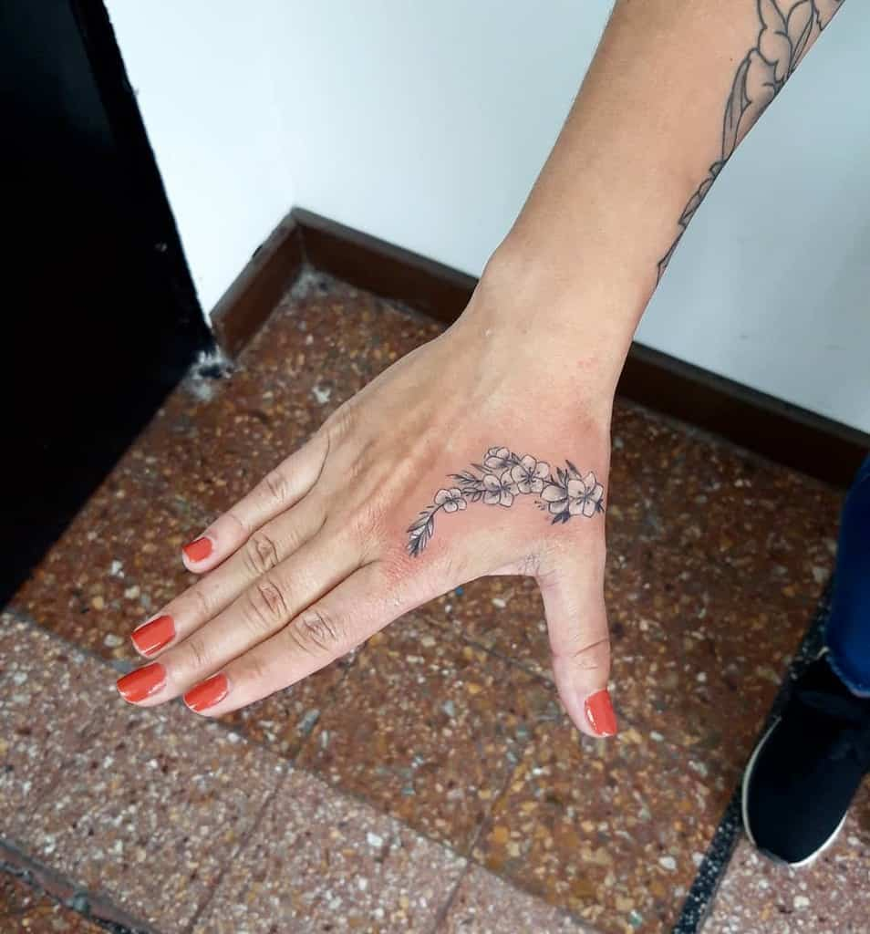 Tatouages de doigts de petites fleurs Cristianprocotattoo