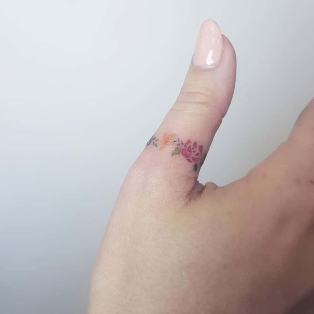 Tatouages de doigts de petites fleurs Sherriaustria