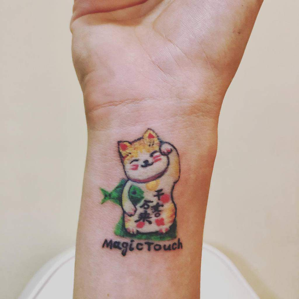 Tatouages mignons de petits poignets Inkin.tattoopro