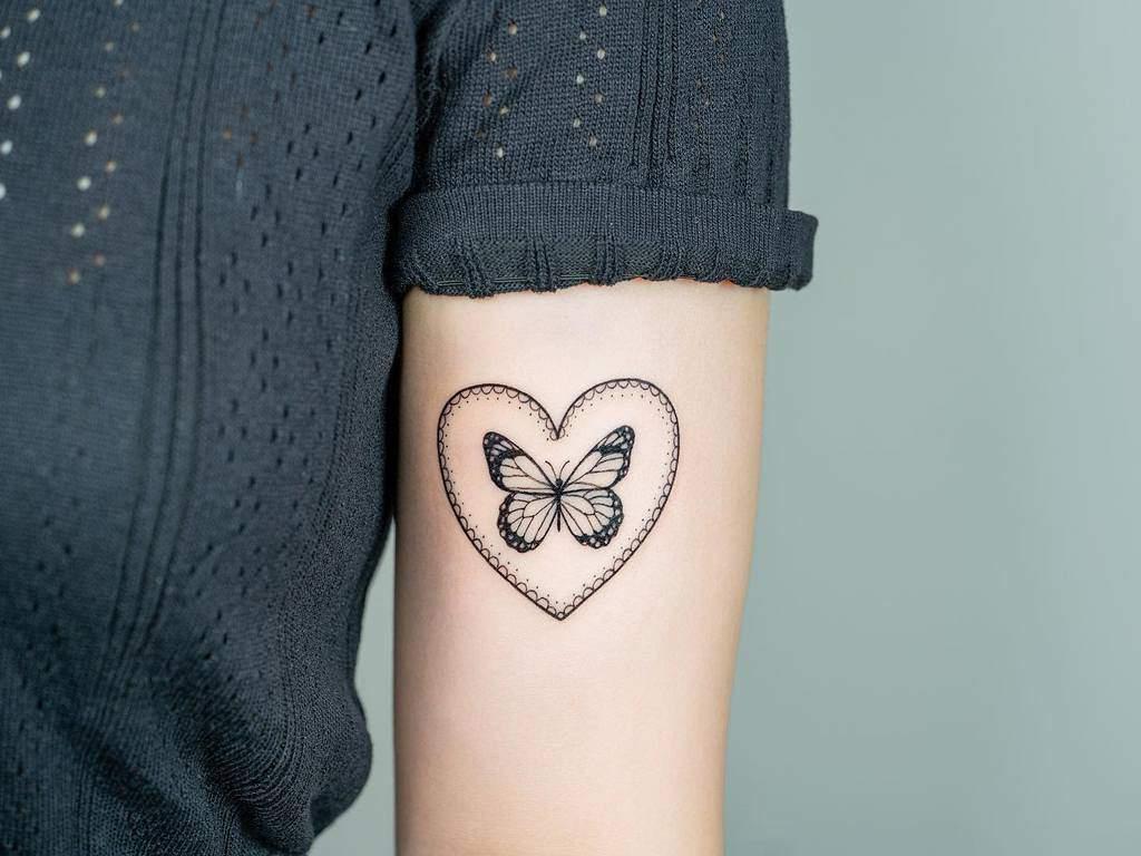 Tatouages du petit cœur et de l'épaule Bery Forestink