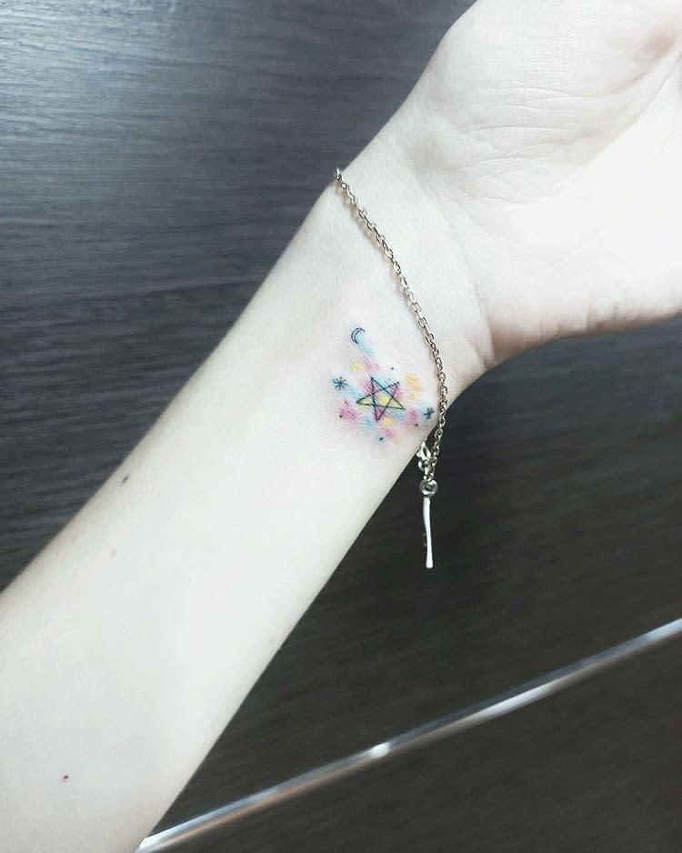 Tatouages mignons de petits poignets Ifigenia Pearl