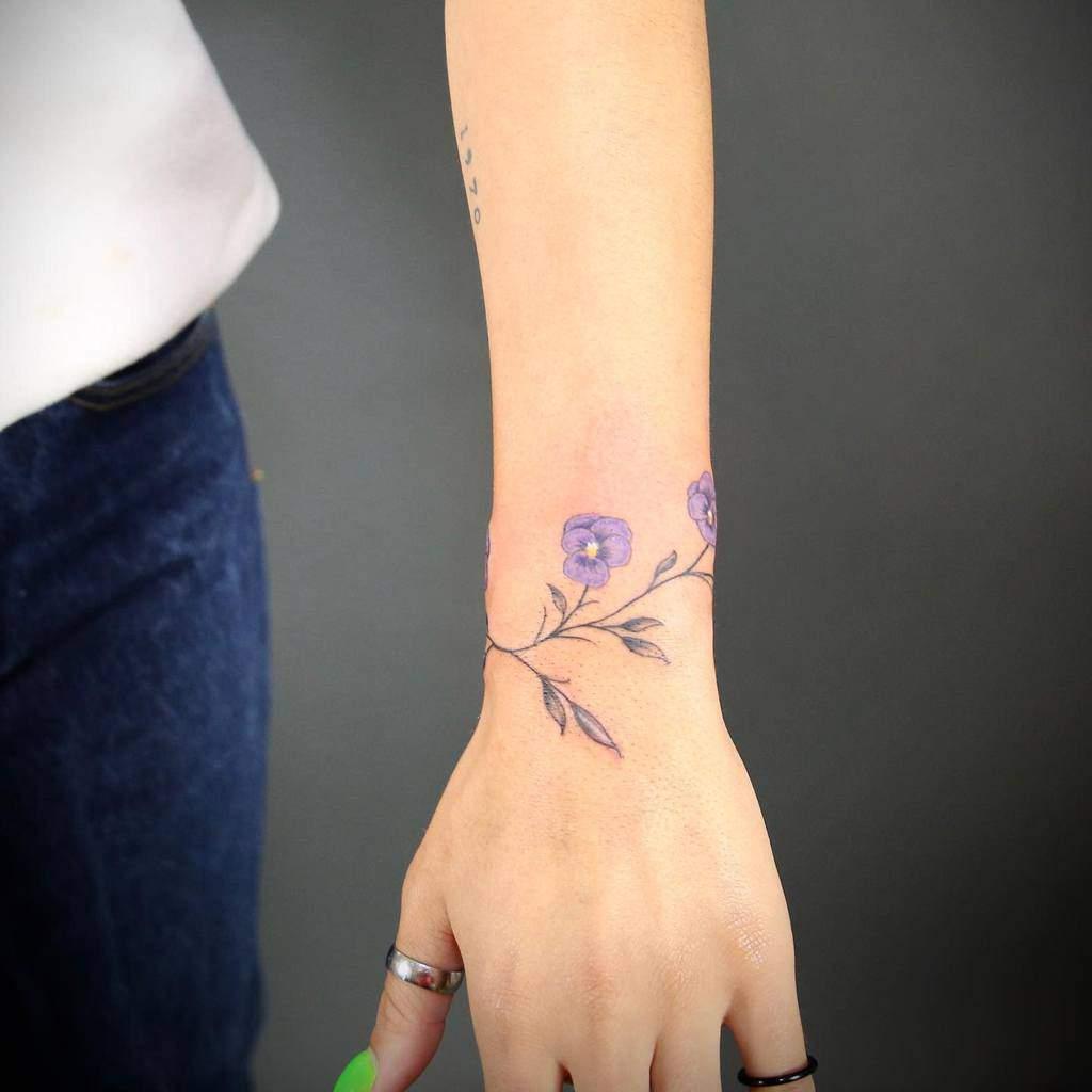 Tatouages de poignets à petites fleurs Danielsosotatouages