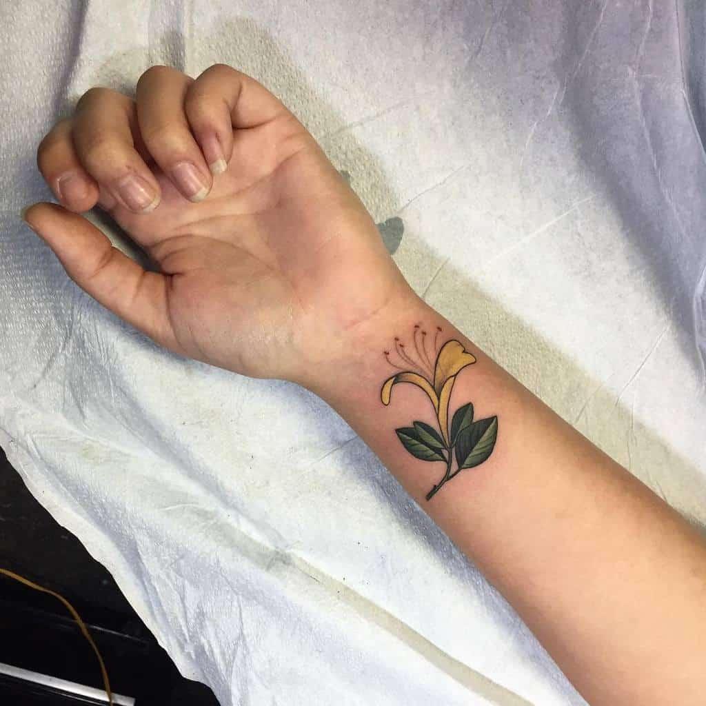 Tatouages de poignets à petites fleurs Terrygrow