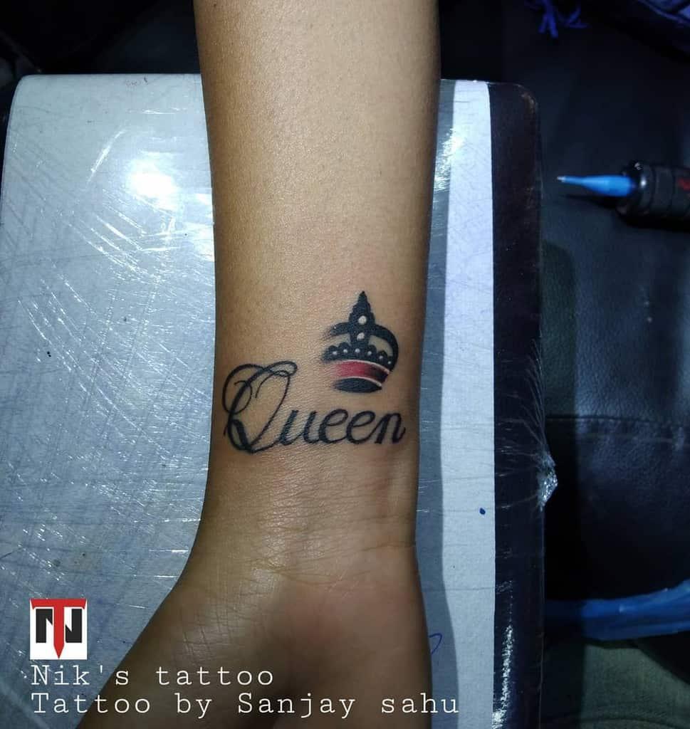 Tatouages de petits poignets pour le tatouage féminin Niks