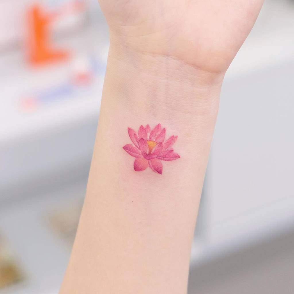 Tatouages de petits poignets pour le tatouage féminin de Siyeon