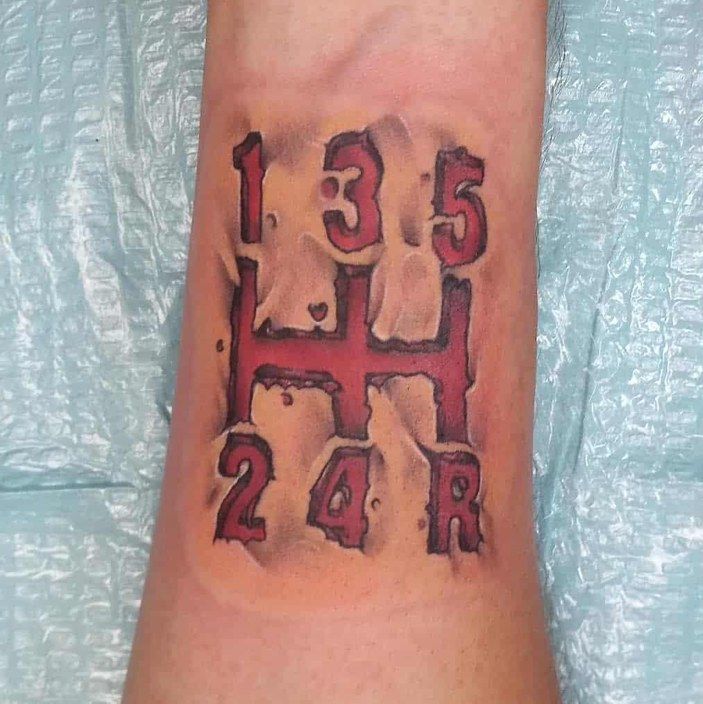 Tatouages de petits poignets pour hommes Tatouages de demi-litre