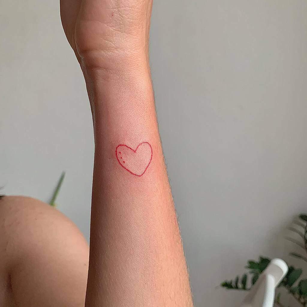 Tatouages de poignets à petit cœur Krzta.dziarki