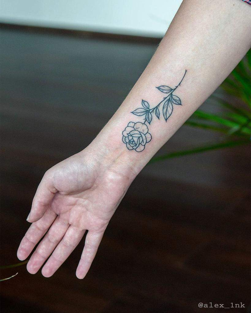 Tatouages de poignets en petites roses Alex 1nk