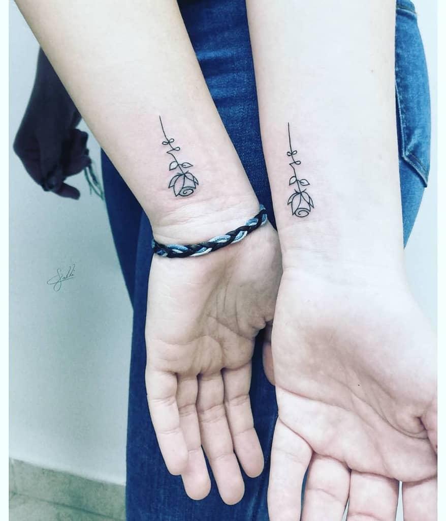 Tatouages de poignet à la petite rose Tatouage Calli
