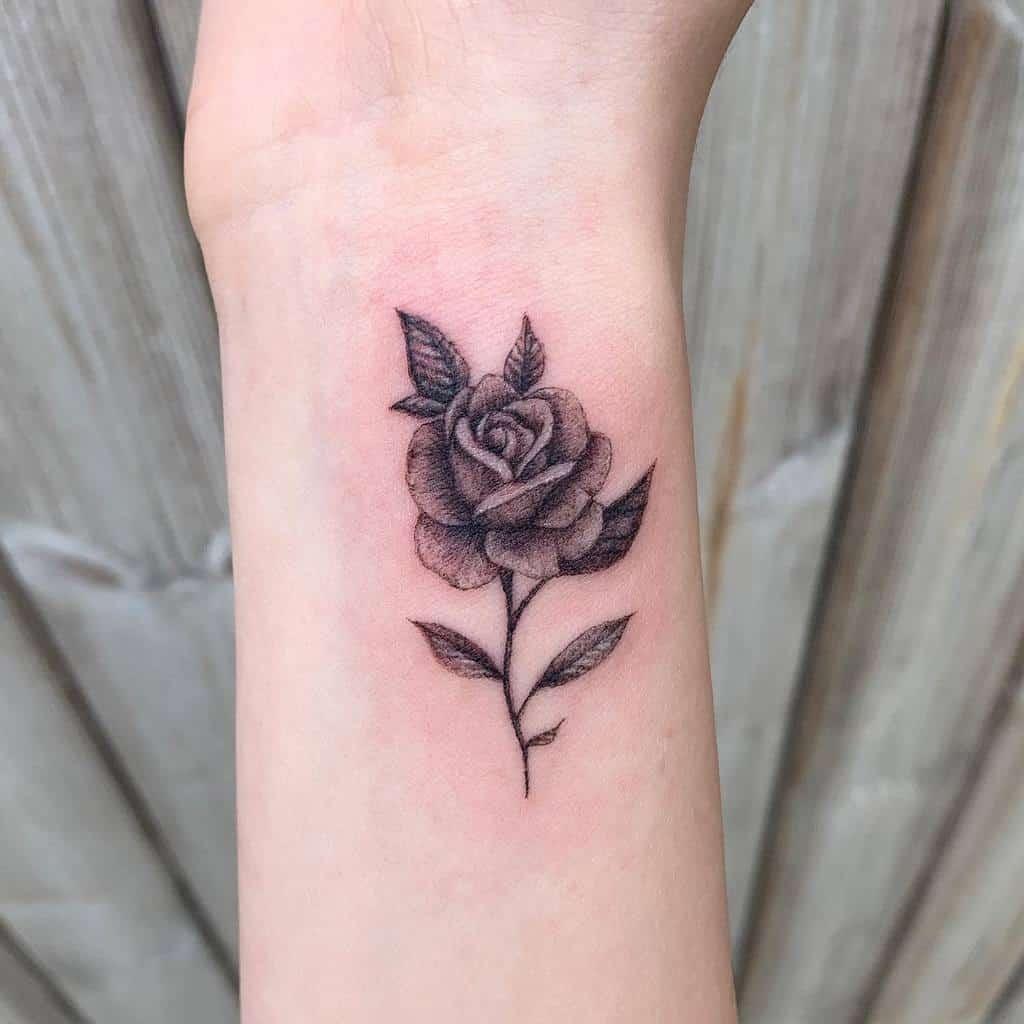 Tatouages de poignet en petites roses Tatouage de Becca