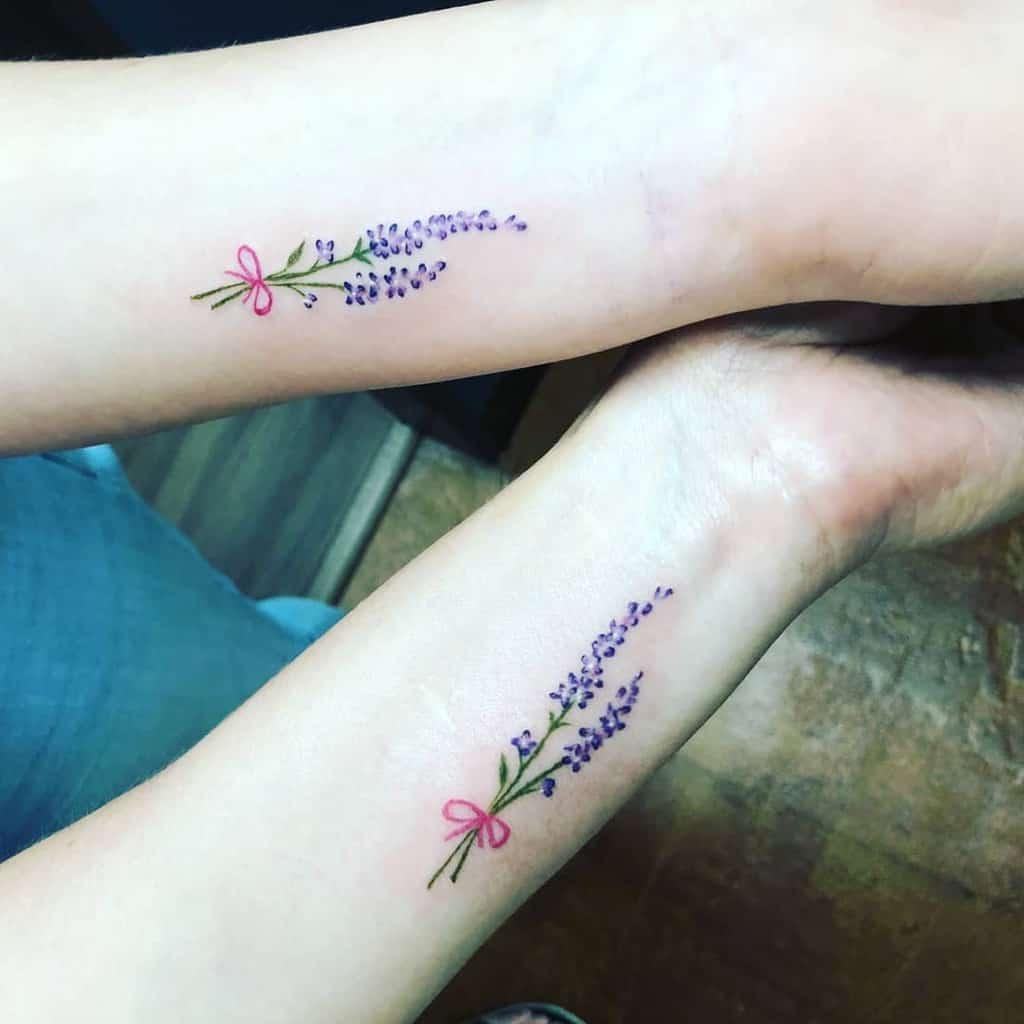 Tatouages de poignets à petites fleurs 13bluebell