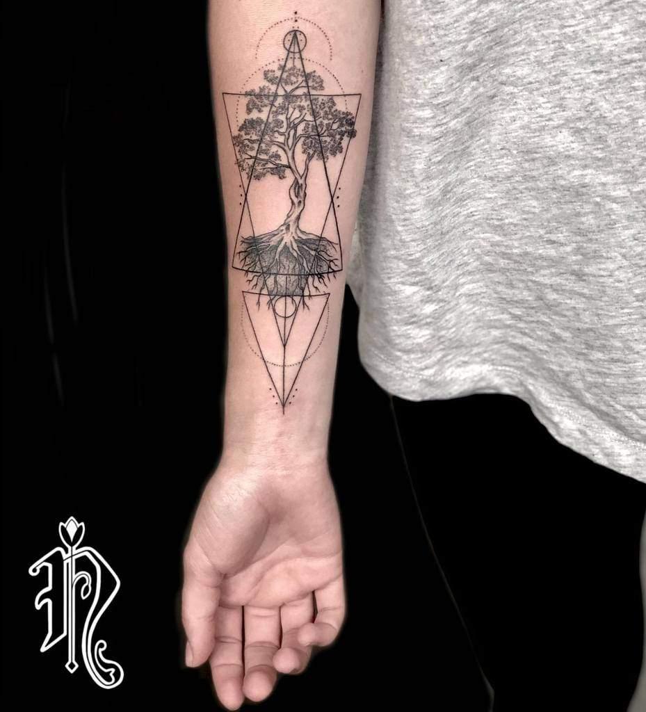 L'arbre en haut et en bas Tattoos Noemy.bodyart