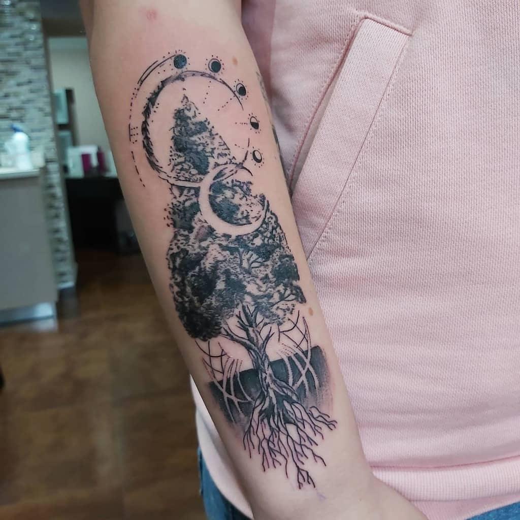 Tatouage de l'arbre en haut et en bas Tatouage de l'encre criminelle