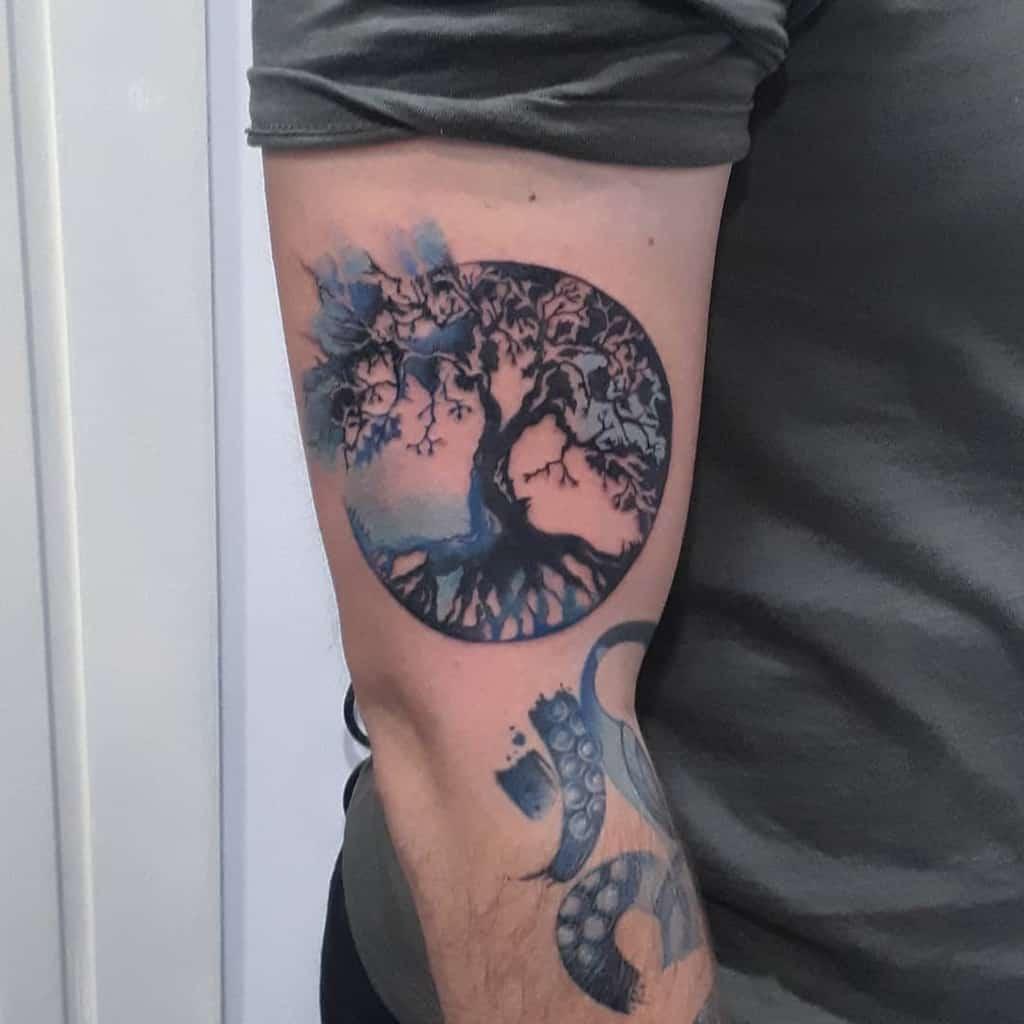 Le bras comme en haut, donc en bas Tattoos Maljtattoo