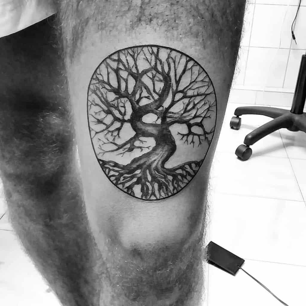 Tatouage d'un arbre en haut et en bas Tatouage de Manozapato