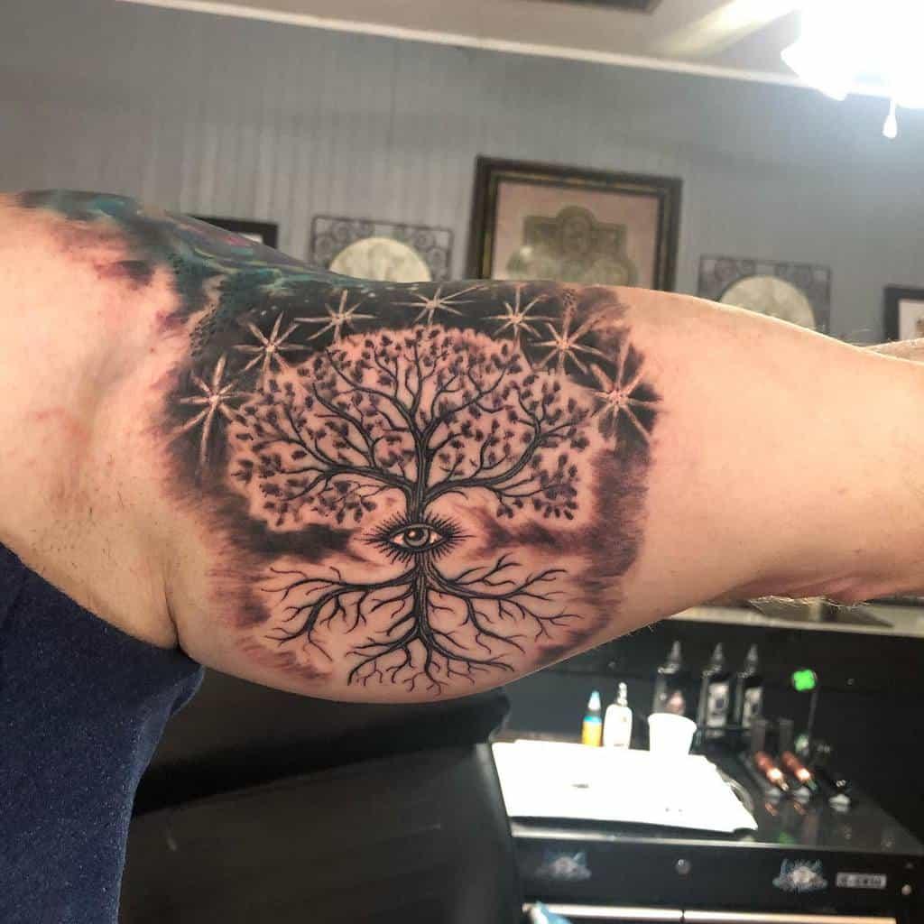 L'arbre en haut, donc en bas Tatouages Slingerstattoo