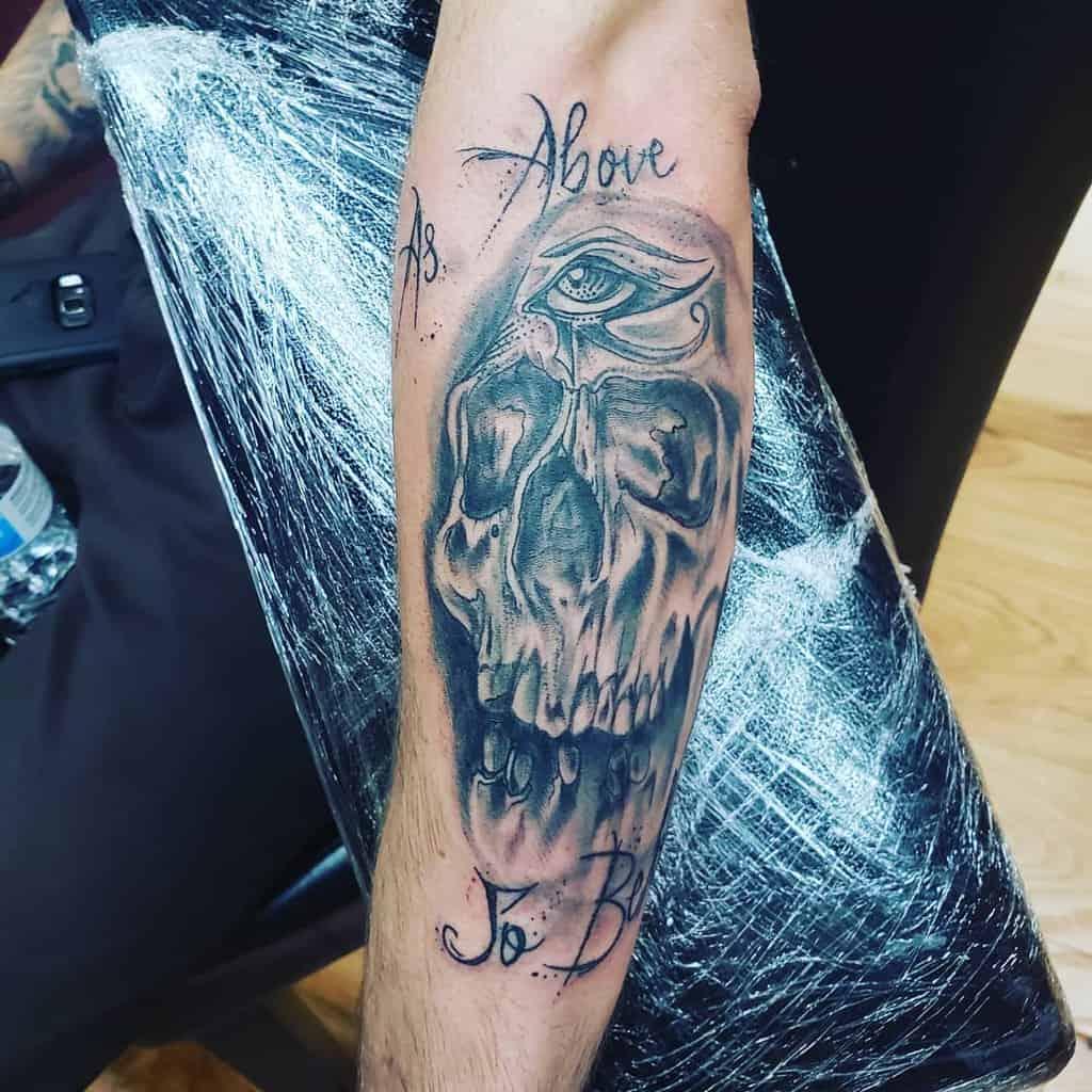 Tatouages Blackwork comme ci-dessus et comme ci-dessous Tatouages Kasey Wolfkiller