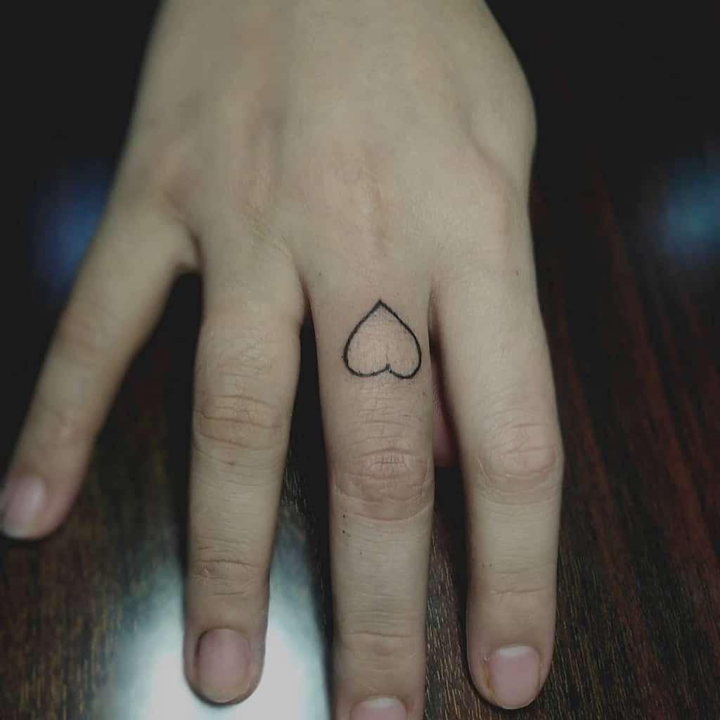 Tatouage des doigts de petites mains pour les femmes Ferdinandcalabontattoos