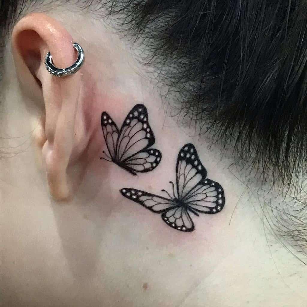 Tatouage des petites oreilles pour les femmes Melbootstattoo