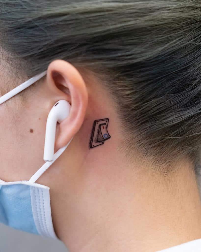 Tatouage de petites oreilles pour les femmes Newtattoo Sarah