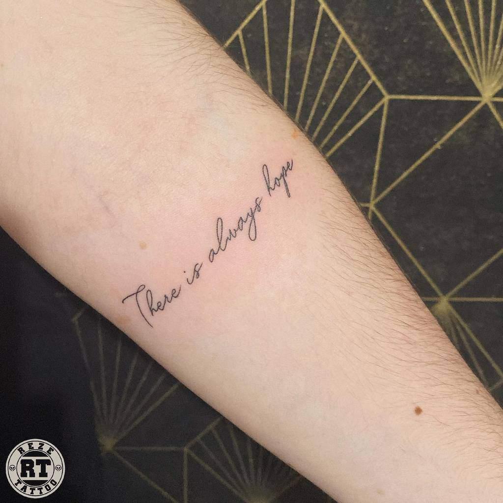 Petit tatouage d'avant-bras pour femmes Reze Tattoo Joce