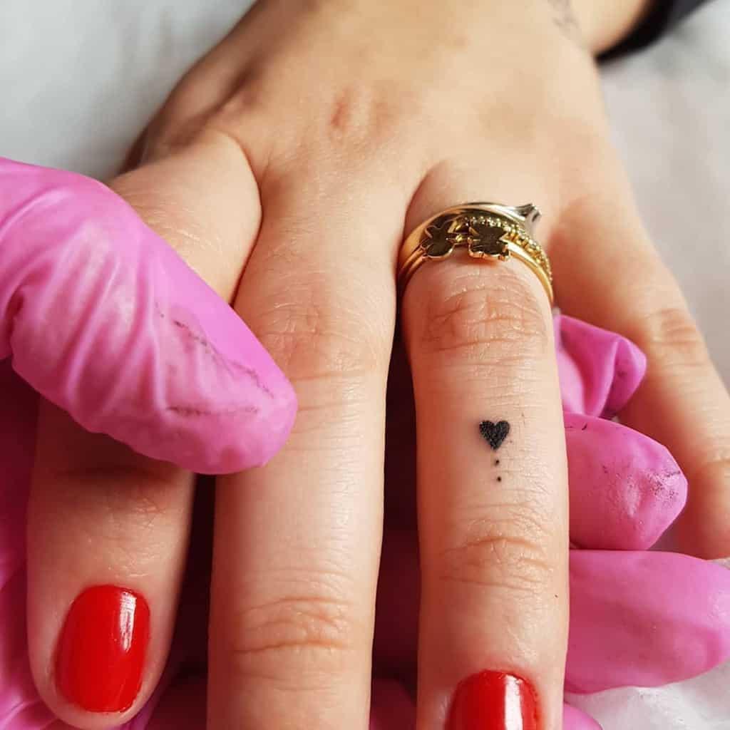 Tatouage de petites mains pour les femmes Tatouage de petites mains pour les femmes Tatouage de R4posa