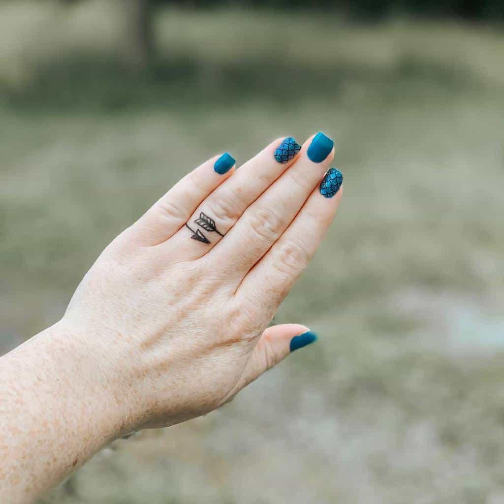 Tatouage des doigts de petites mains pour les femmes Courtney Nicole91