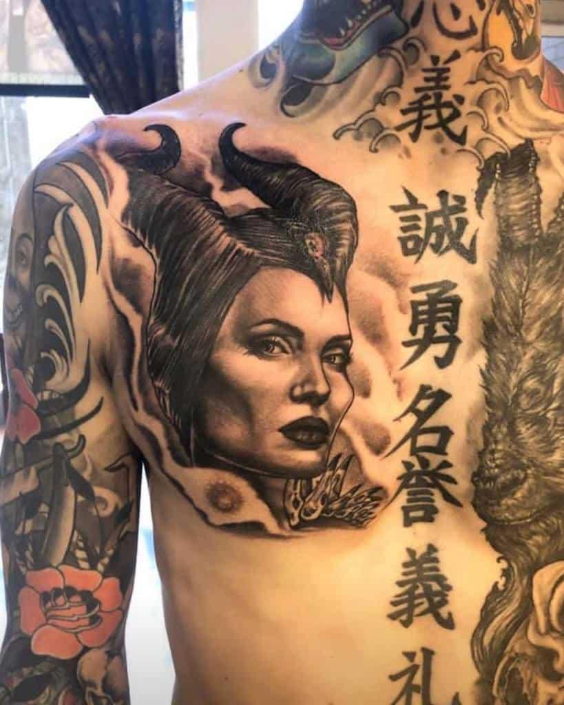 Tatouages maléfiques de la poitrine Tatouage à l'ombre
