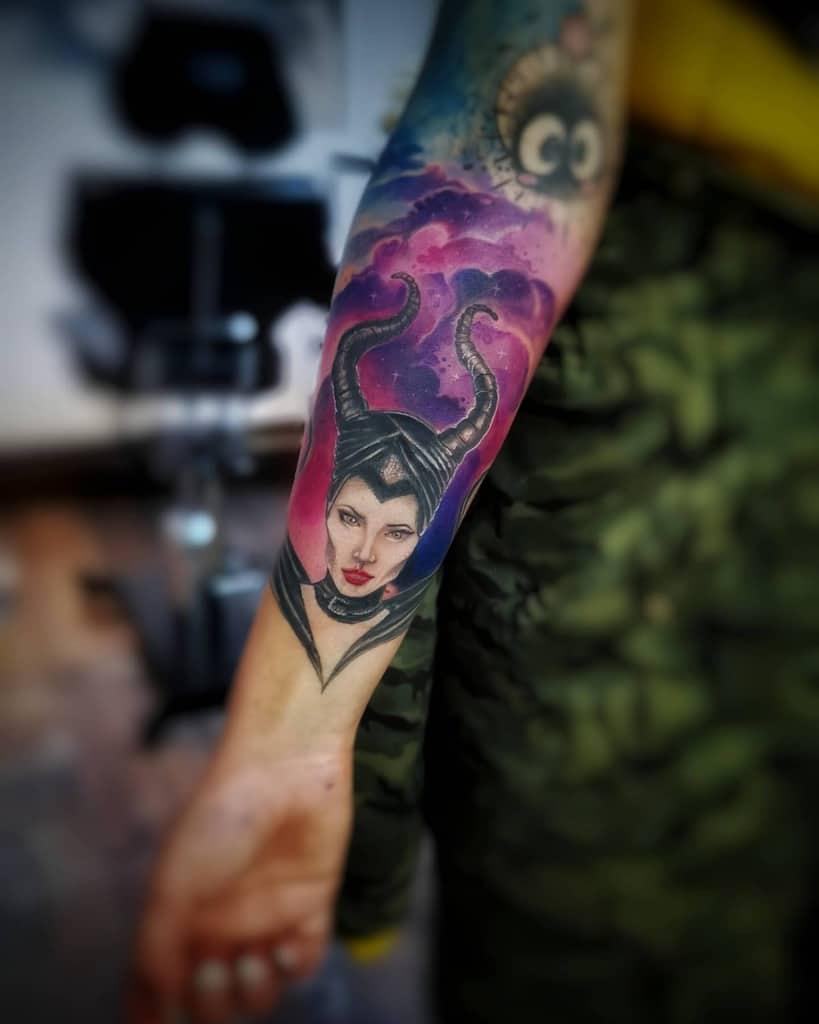 Tatouages maléfiques de l'avant-bras Thinktattoosofia