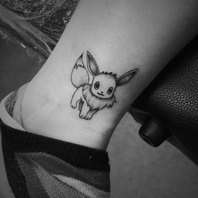 Petits tatouages Eevee Rebelyellsbodyart