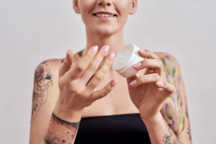 Pommade pour tatouage femme