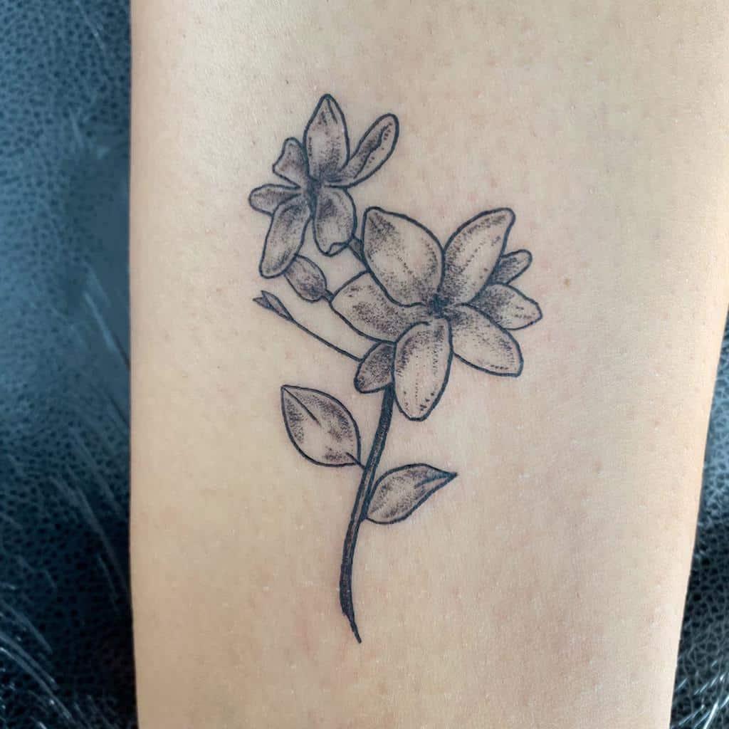 Tatouages de fleurs de jasmin en points Hannahsenoj