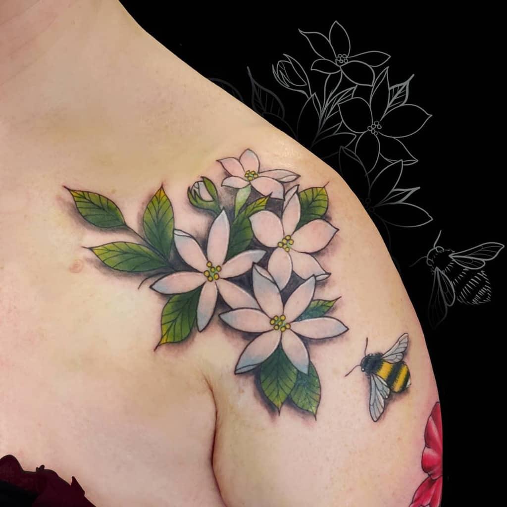 Tatouages réalistes de fleurs de jasmin Jodiebowtattoos