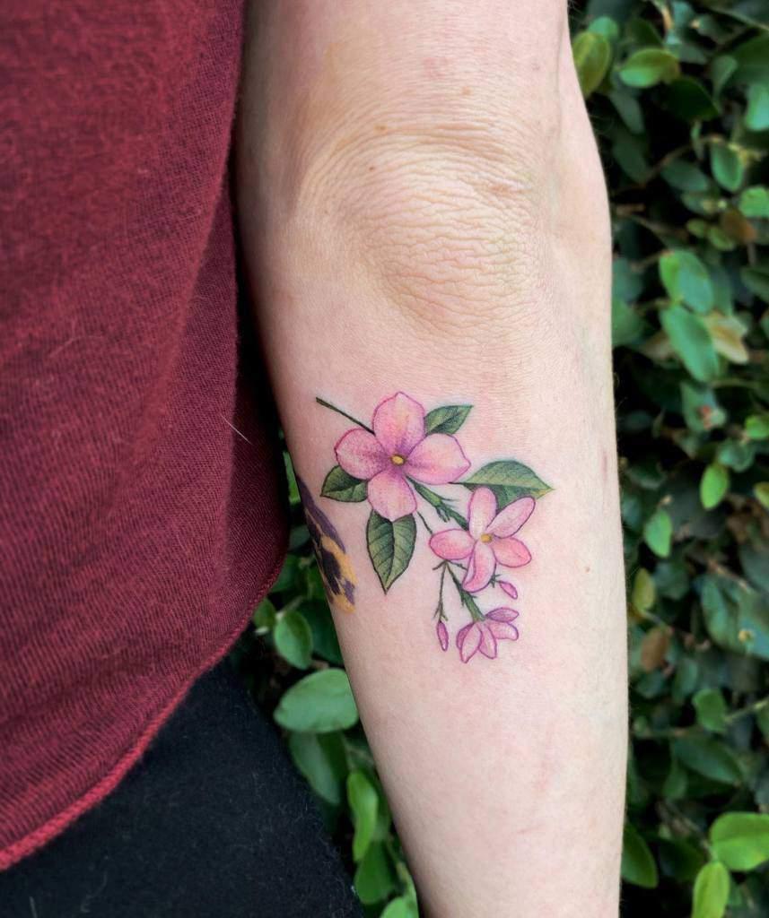 Tatouages de fleurs de jasmin à l'aquarelle Drépanocentèse