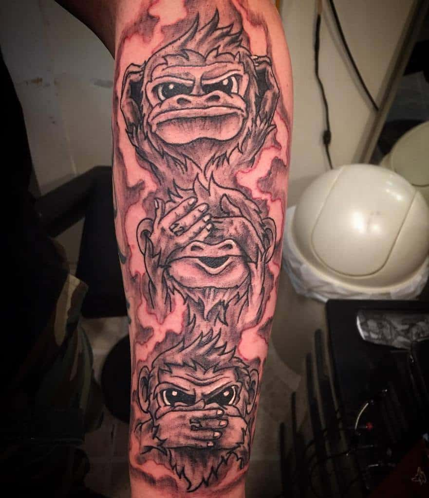 Le singe n'entend pas le mal ne voit pas le mal ne parle pas le mal Les tatouages aiment cette piqûre