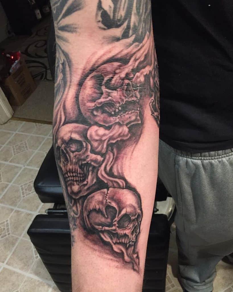 Le crâne n'entend pas le mal ne voit pas le mal ne parle pas le mal Les tatouages aiment cette piqûre