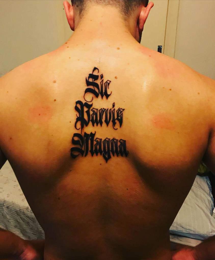 Tatouages Blackwork Sic Parvis Magna Mme eva Pats