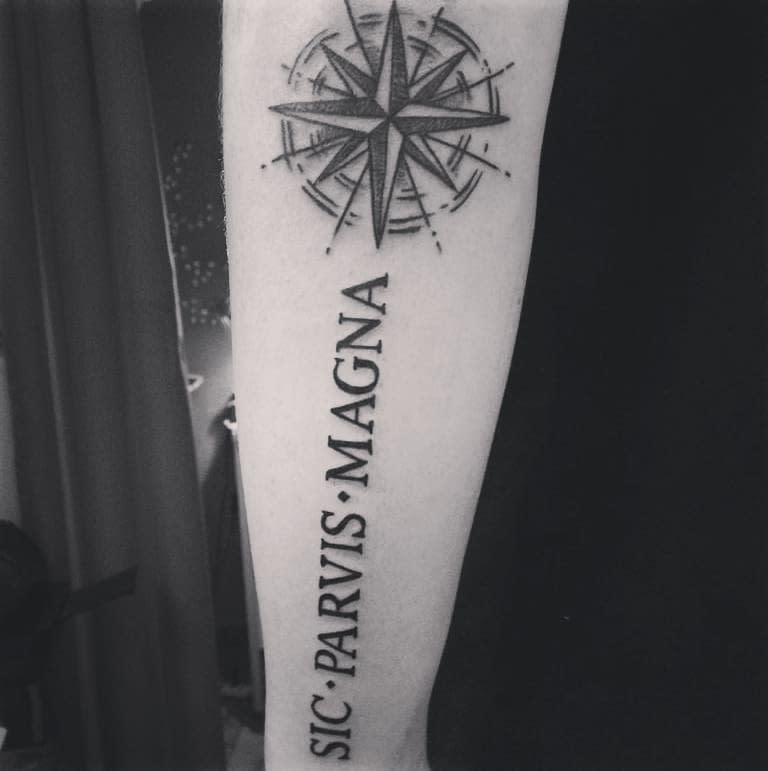 Avant-bras Sic Parvis Magna Tattoos Ale Camici