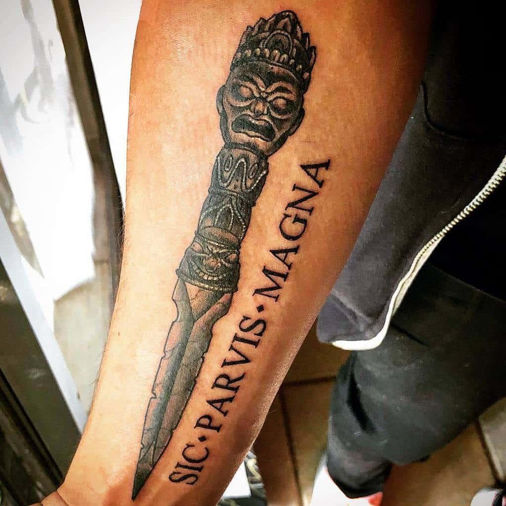 Tatouages de l'avant-bras Sic Parvis Magna Idéologie Soulful