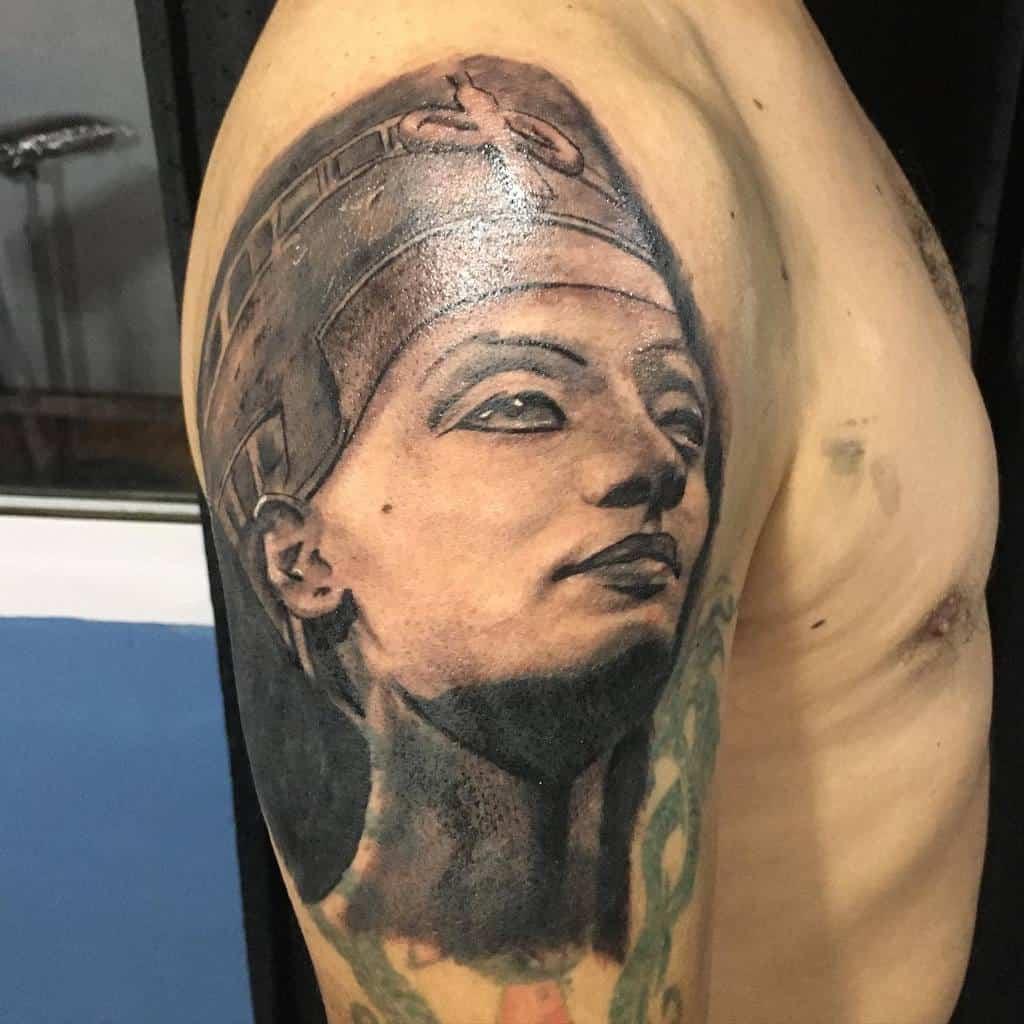 Tatouages Quinterosmatias Nefertiti manche