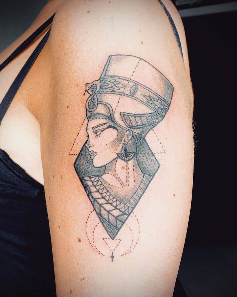 Manchette de bras Nefertiti Tattoos Donmatteo38.ink